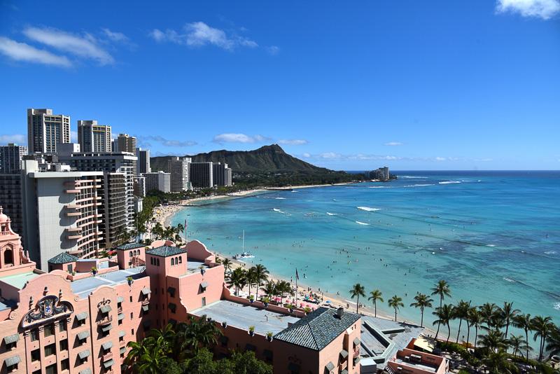 青い海とダイヤモンドヘッド。ハワイならではの眺め