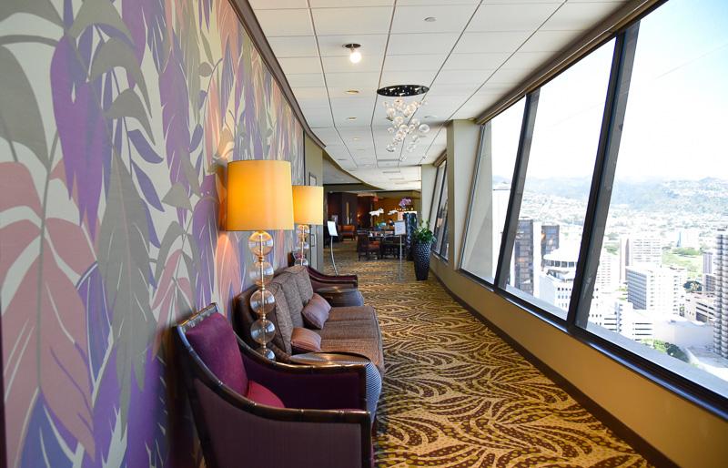 ラウンジからは部屋からの眺めとはまた異なる絶景が広がる。ソファもあるので、座ってその美しさが楽しめる