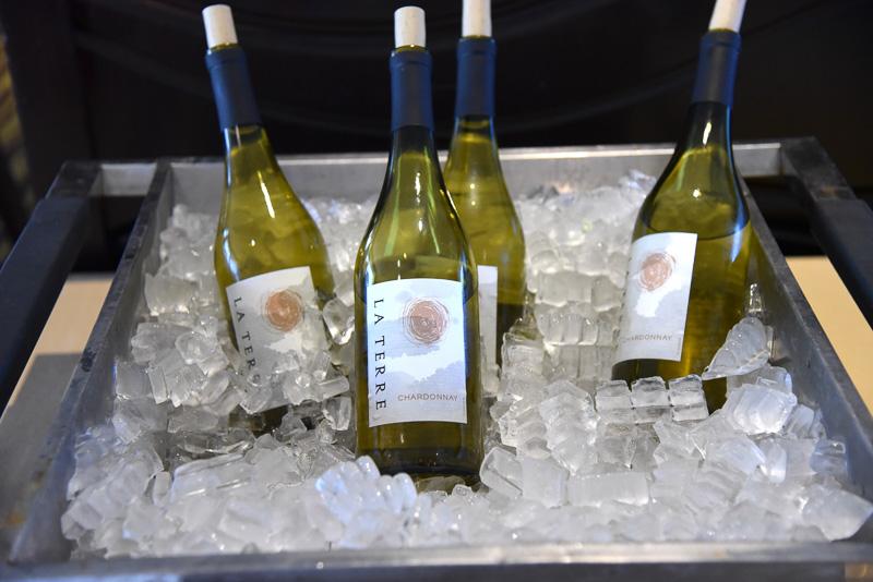 無料のアルコールは赤と白のワイン