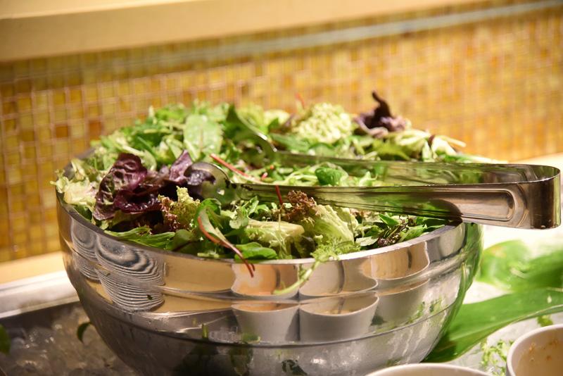 新鮮なシャッキリ野菜がふんだんに使われた「J.A.農園ミックスグリーン」
