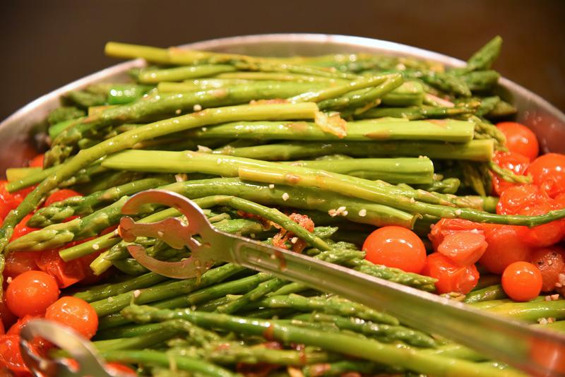 アスパラガス本来の美味しさが堪能できる「ツインブリッジ農園のアスパラガス カムエラ産プチトマト」