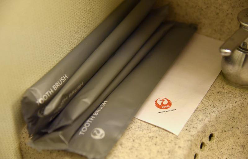 レストルーム備え付けの歯ブラシを使えば、爽やかに就寝できる