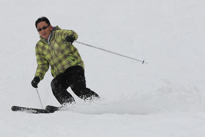 スキー場の雪質は軽めで滑りやすい