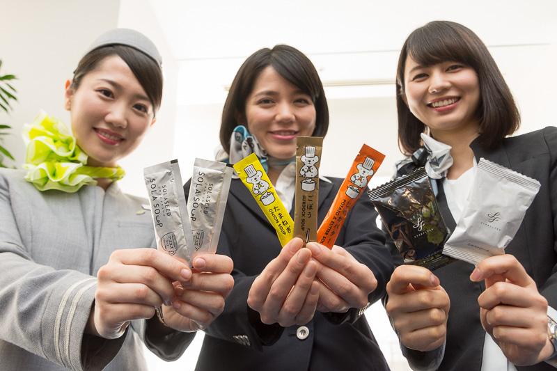 AIR DO、ソラシドエア、スターフライヤーが羽田空港でひなまつりイベント実施。スープ対決実施中の各社自慢のスープをプレゼントした