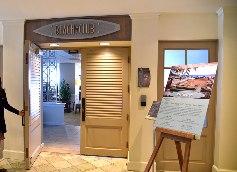 タワーウィング1階の「ビーチ・クラブ・ラウンジ」は、自然の光を活かした涼しげな明るさのなか、くつろげる