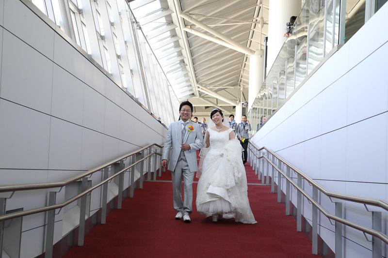 空港全体が大きな結婚式場になったような雰囲気だ