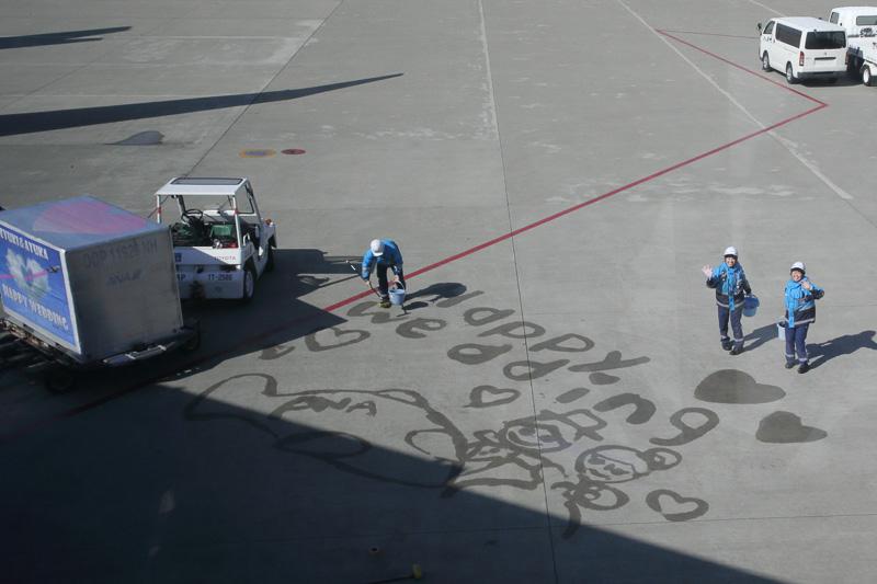 駐機場に描かれたイラストがとてもかわいい