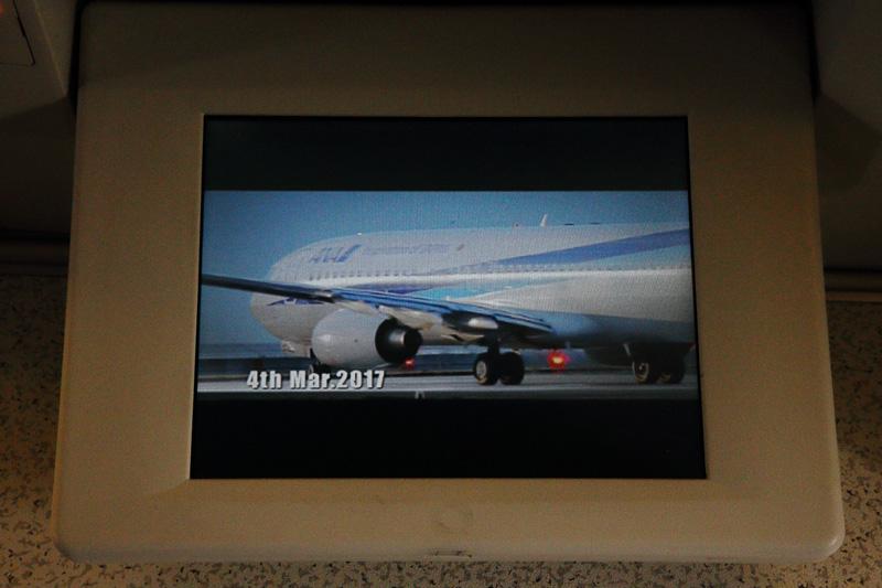 オリジナルのビデオプログラムは当日の搭乗までの模様を綴ったものだ
