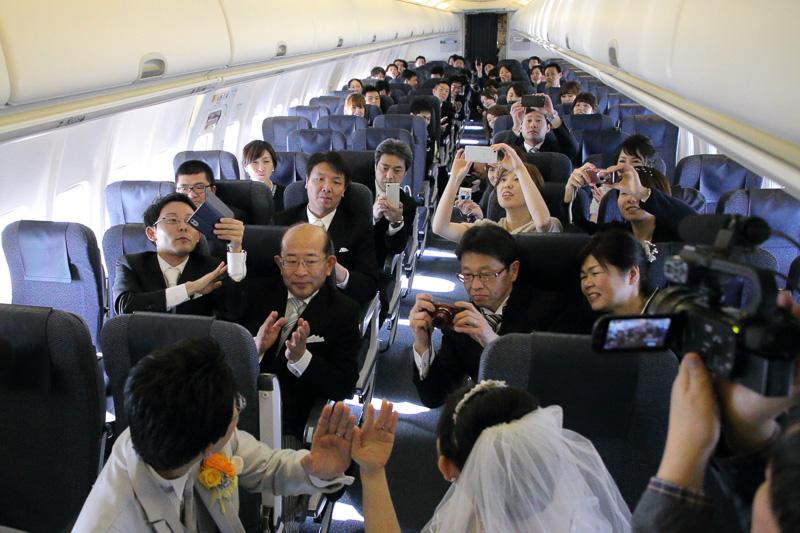 上空3万9000フィートでの指輪での交換