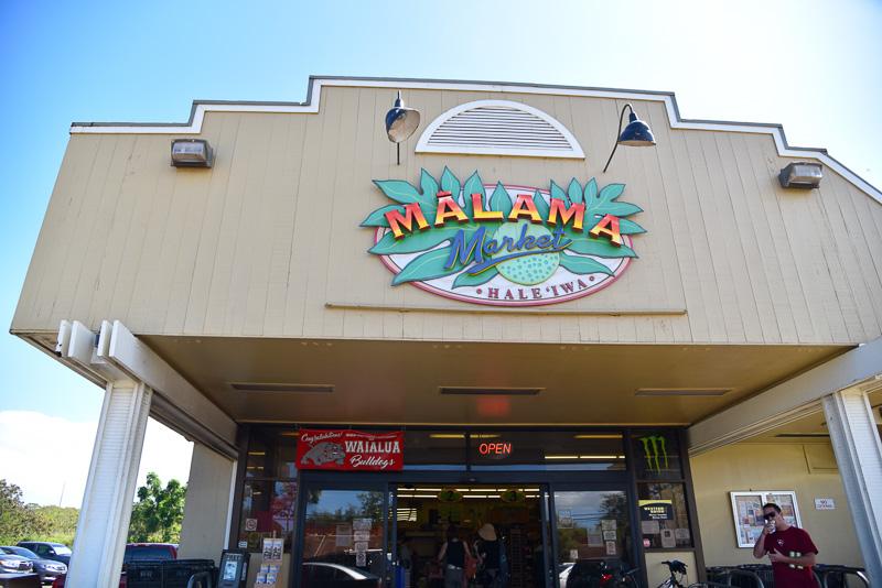 地元密着型スーパーの「マラマ・マーケット」で生鮮食品をチェック。探していた「POI」(6.99ドル:約790円)と「バター餅」(4.99ドル:約564円)も発見し、即購入