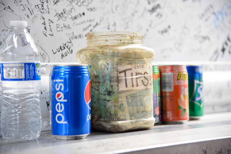 ドリンクはペプシやミネラルウォーターなど。「ホット&スパイシー」はハバネロ感もあるためジュースや甘い緑茶もお勧め。ドリンクは各1.50ドル(約170円)