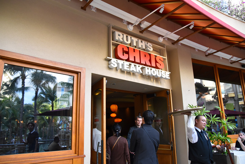 「ルースズ・クリス・ステーキハウス ワイキキ店」は「ワイキキ・ビーチ・ウォーク」の2階