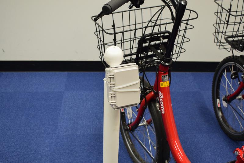 サイクルポートに設置されるビーコン装置。サービスを提供するサーバーと自転車のシェアリングサーバーを仲介している