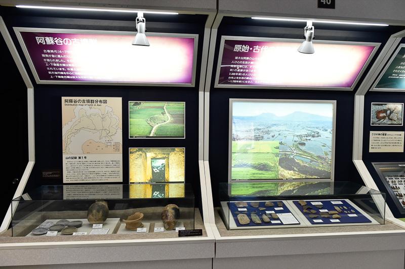 古墳時代に出土した石器を展示している