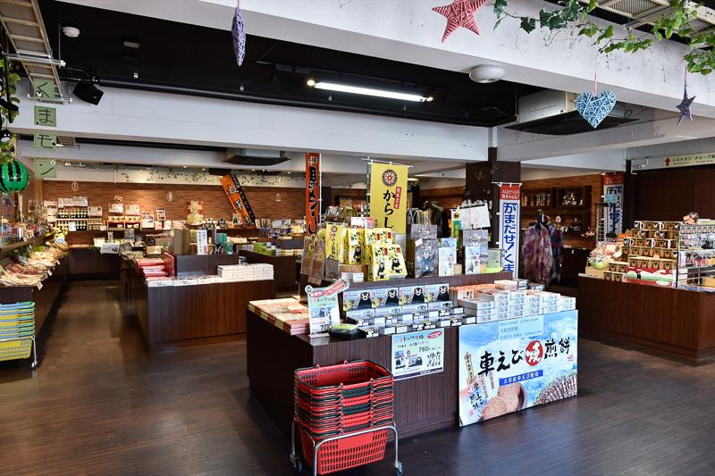 「カフェ・リセット」の土産コーナー
