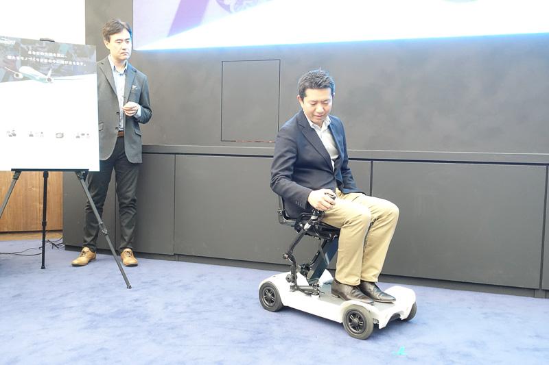 開発者である高橋製瓦株式会社 高橋陽介氏が実演
