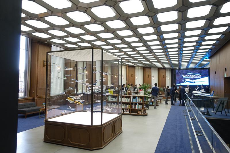 東京 日本橋にあるスルガ銀行ANA支店 Financial Centerで行なわれた「ANAクラウドファンディング展示会」