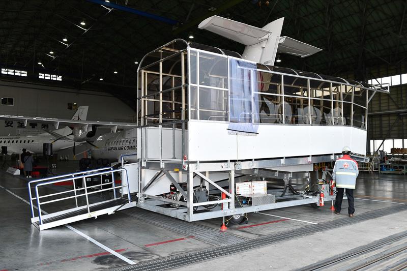 ATR 42-600型機導入にあたり、新たに制作された自走式のボーディングスロープ