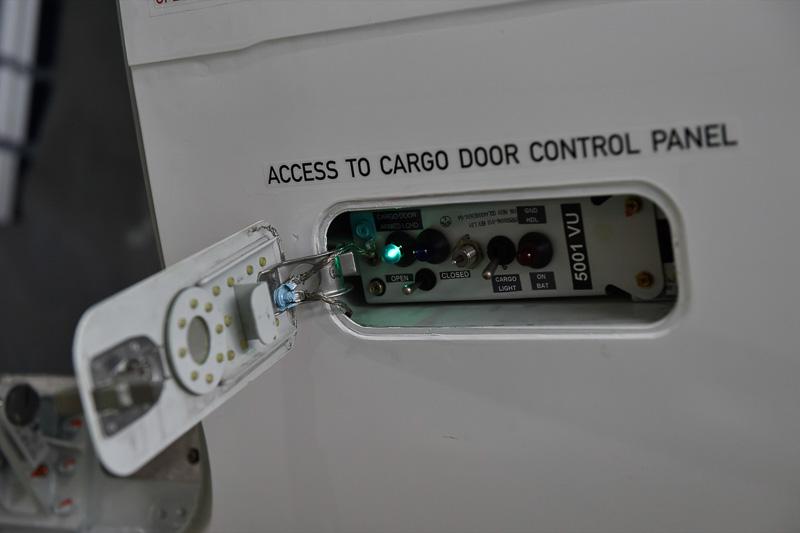 カーゴドアのスイッチ