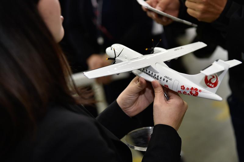 自分たちのデザインが実物の飛行機となって目の前に現れたとあり、学生たちの感動もひとしお