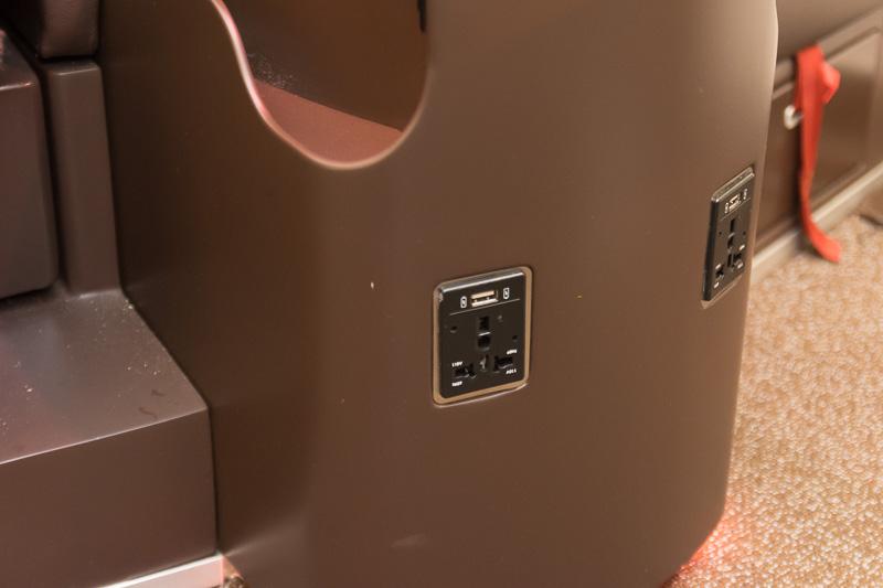 110VのユニバーサルAC電源とUSB電源