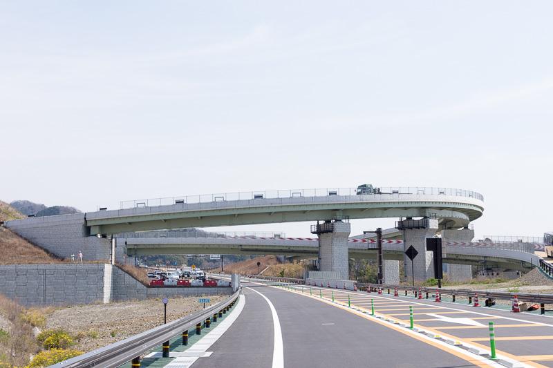 京奈和道の本線部と、和歌山JCT方面からの出入りに使うランプが新設された