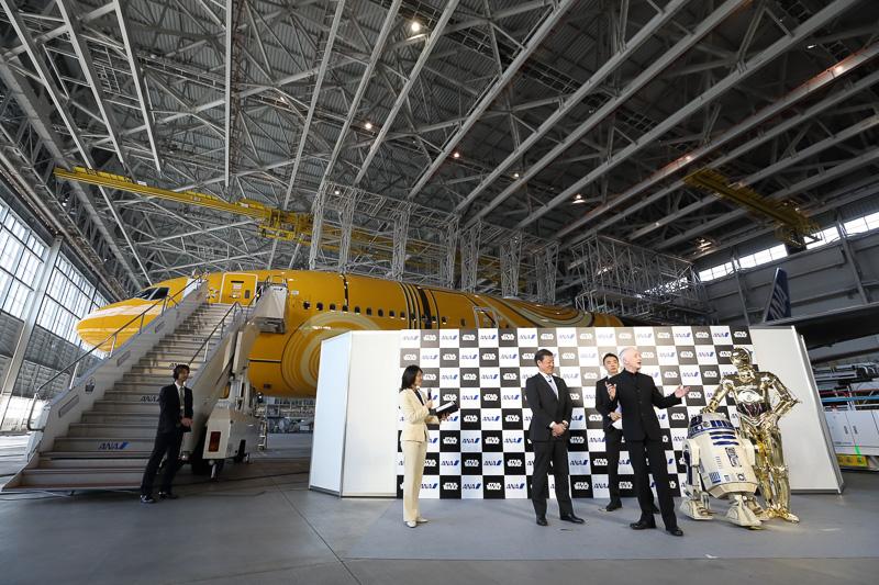 ANAがスター・ウォーズ特別塗装機「C-3PO ANA JET」のお披露目セレモニー実施。C-3PO役のアンソニー・ダニエルズ氏も登場