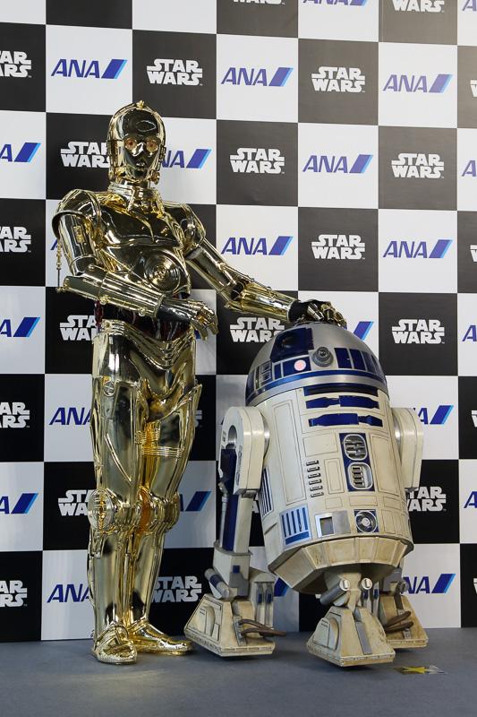 C-3PO ANA JETのモチーフとなっているC-3POの円盤や配線。背中のバッテリパックもポイント。実機と見比べてみると「なるほど!」と思えるだろう