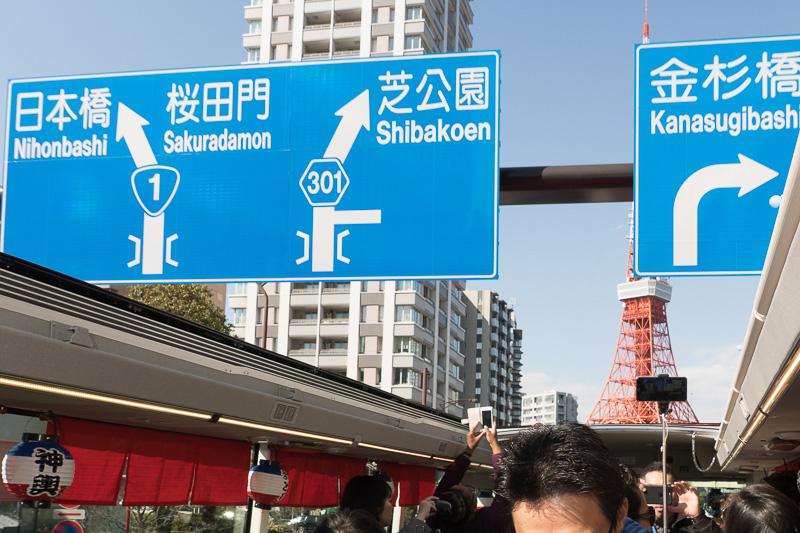 道路標識が間近で大迫力