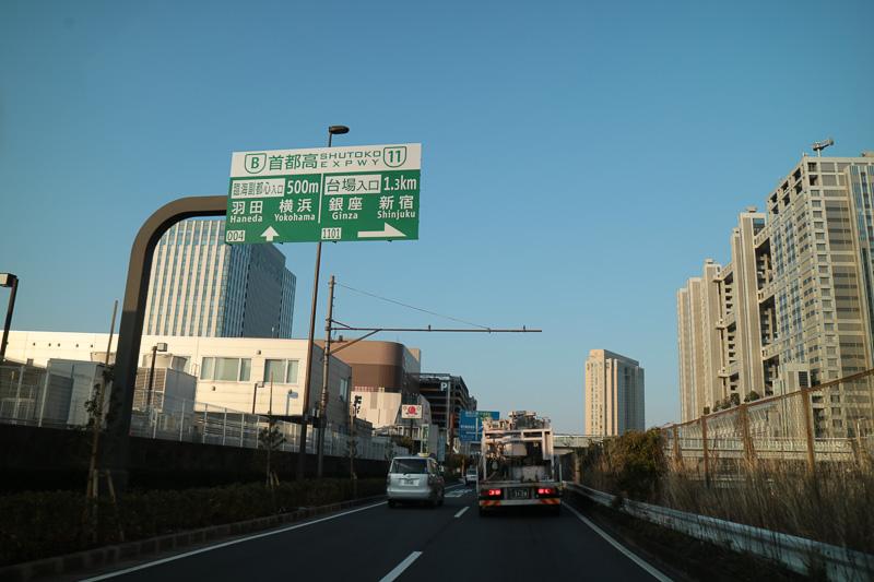 首都高の入口案内も臨海副都心入口は直進と案内