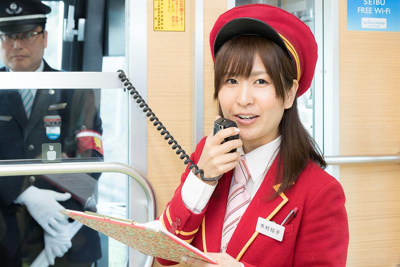途中、木村裕子さんによる車内アナウンスも。「椅子に座ったまま4社の車掌制服が見られるところに興奮した」そうだ