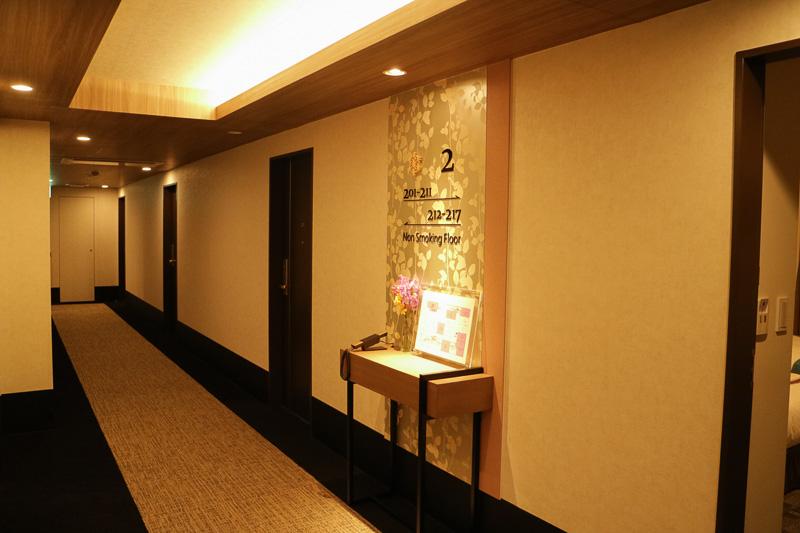 2階と3階が報道向けに公開された。写真は春の2階。テーマカラーは「桜」のため、淡いピンクがところどころに配されている