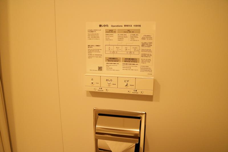 トイレはTOTOのウォシュレット付き