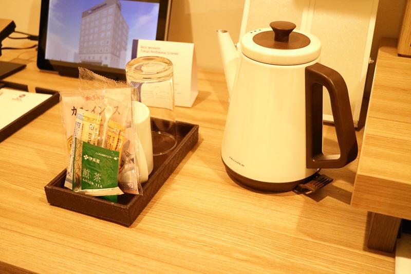 電気ケトルとティーセット(緑茶、コーヒー)