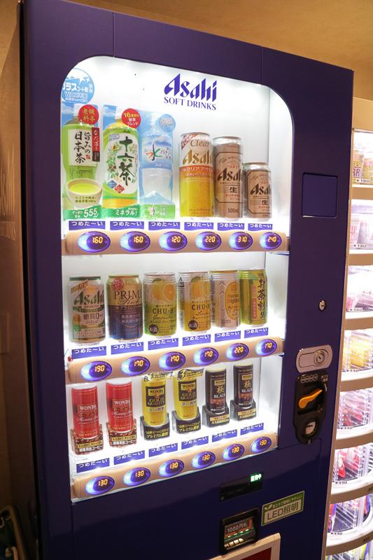 3階には軽食や飲み物を購入できる自動販売機がある