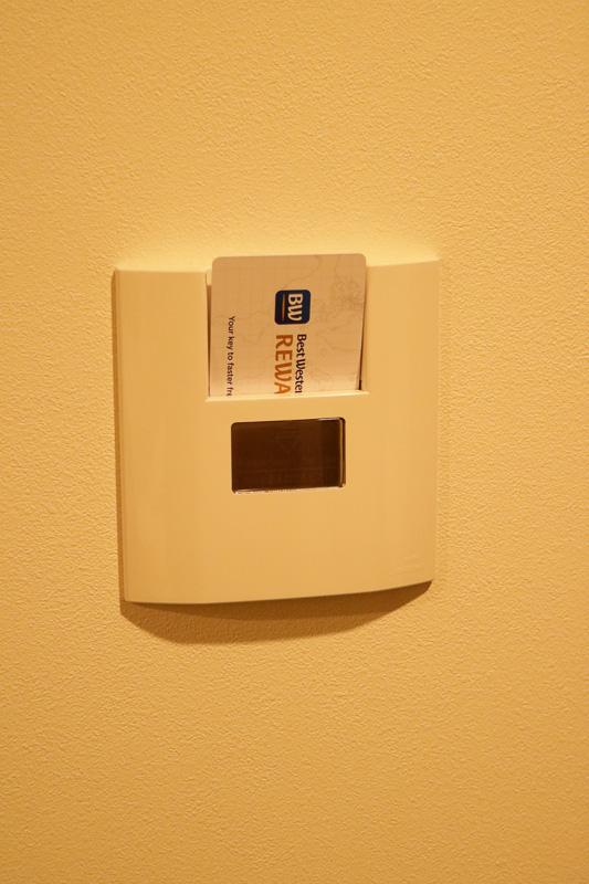 ルームキーはカードタイプで、入室したらカードを挿すことで電気を使えるようになる