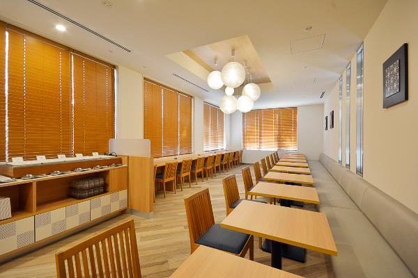 朝食ビュッフェを提供するレストラン「アレッタ」(画像提供:レンブラントホテルズアンドリゾーツ)