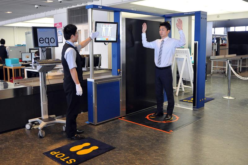 成田空港でミリ波を用いたボディスキャナの運用を開始