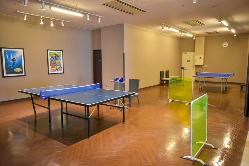 気軽に体を動かせる卓球台も設置されている。1時間500円