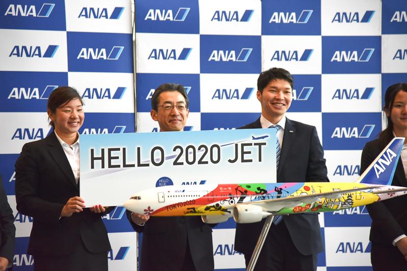 「HELLO 2020 JET」と社長に3年後の活躍も誓った選手たち