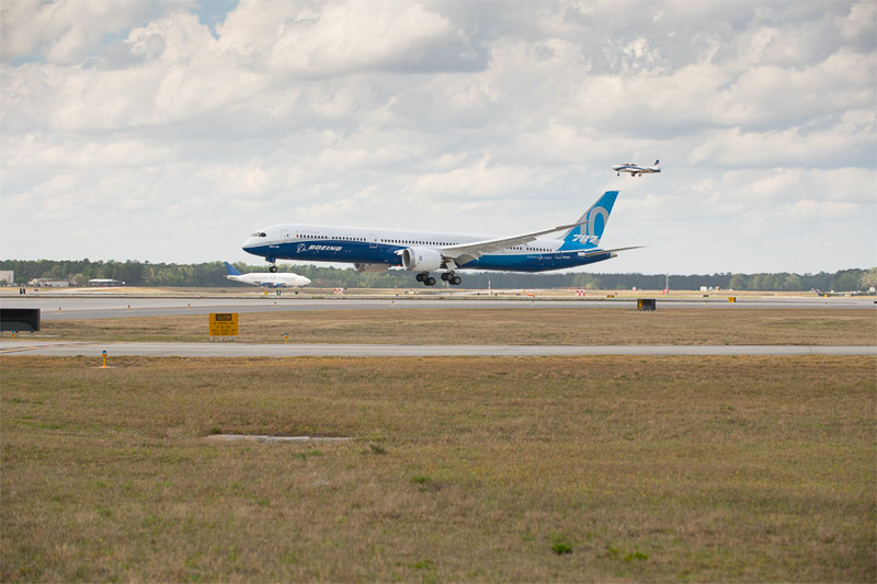 ボーイング 787-9型機の胴体を5.5m延長した787-10型機