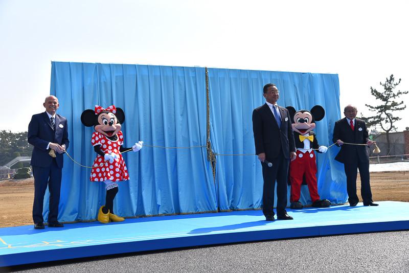 ミッキーマウス、ミニーマウスと一緒にアンベール。完成イメージ画がお披露目された
