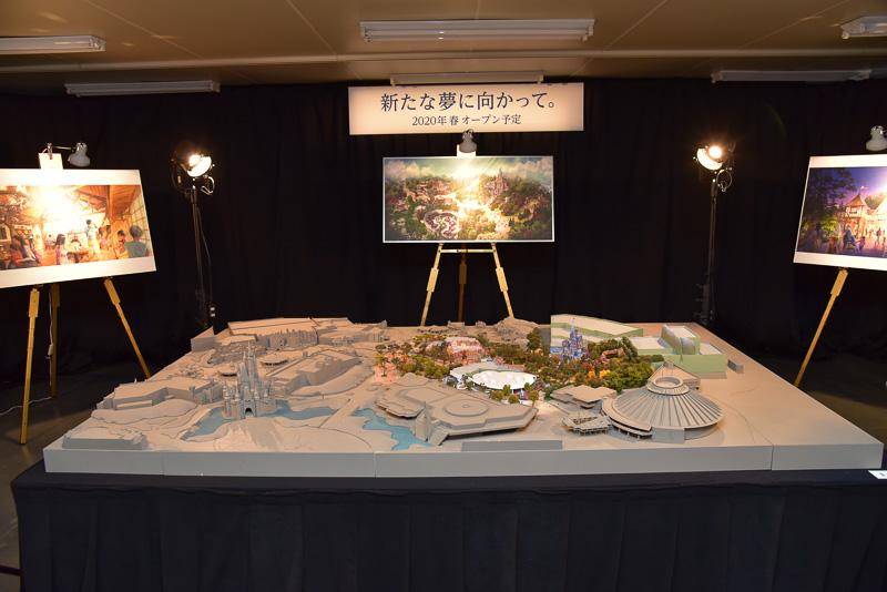 会場に展示された全体イメージの模型