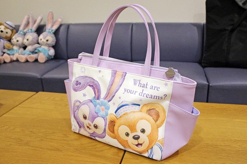「トートバッグ」(4400円)は46×26×約13cm(幅×高さ×マチ)と大型で普段使いしやすいサイズ