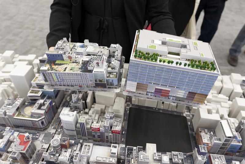 左側が松坂屋銀座店があったときのもの。右がGINZA SIX