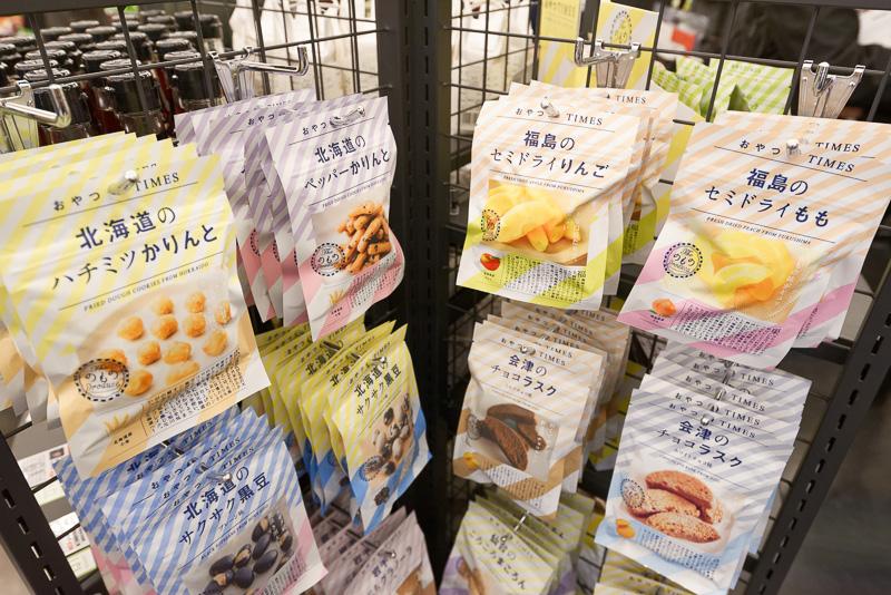 通常のコンビニに近い品揃えであるのはもちろんのこと、日本各地や銀座のローカル商品も販売する