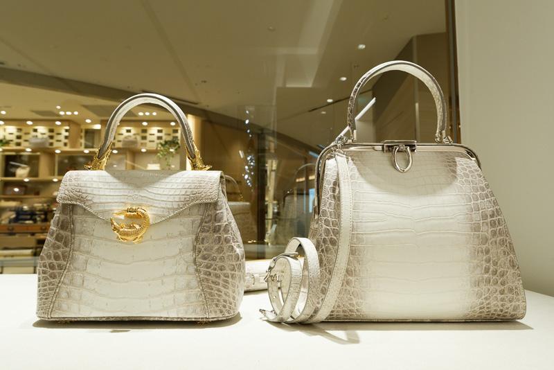 クロコダイル皮に特化したバッグ、小物類を扱う