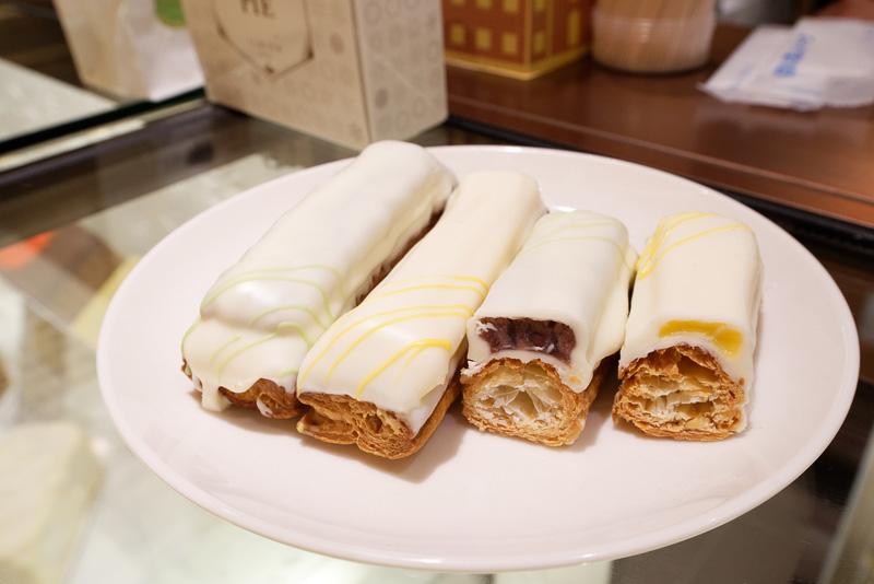パイ生地を重ね、上からホワイトチョコレートでコーティングした「Pali(パリ)」。十勝小豆の粒あんとカスタードの2つのフレーバー