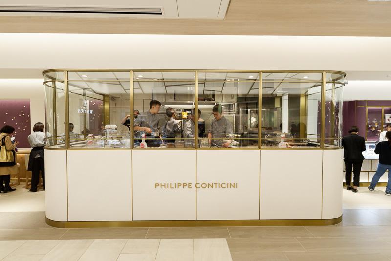 パリのパティシエが世界で初めて出店する「PHILIPPE CONTICINI(フィリップ・コンティチーニ)」。オーナーはこれまで店舗を持たず研究家として活動し、コンサルティングなどに専念していたが、日本の寿司屋やうなぎ屋などに感銘を受け、日本に初号店を開くことにしたという