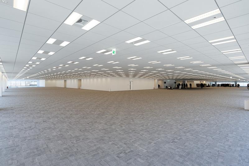 7~12階と、13階の一部にあるオフィスフロアも見学。基準階となるフロアの広さは6140m<sup>2</sup>で、都内最大級